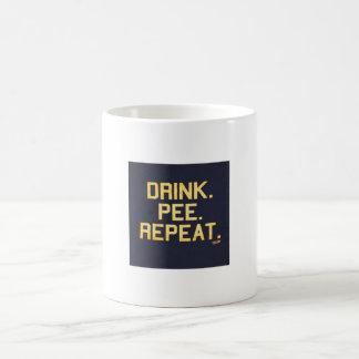 Repetición del pis de la bebida tazas
