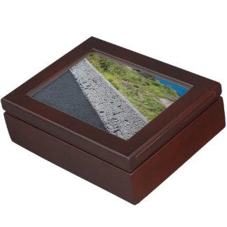 repisa cajas de recuerdos