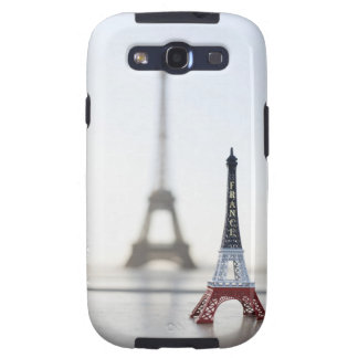 Replica of Eiffel Tower with original one in the Galaxy SIII Case