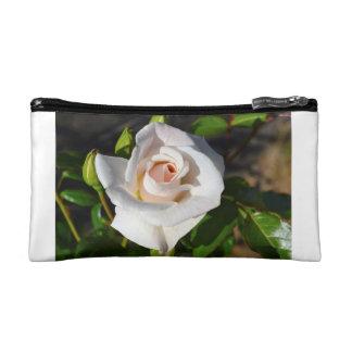 Representación blanca de rosa en bolsitas de cultu