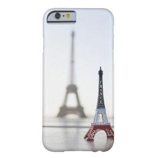 Reproducción de la torre Eiffel con la original Funda Barely There iPhone 6