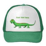 Reptil verde lindo del lagarto del dibujo animado gorro