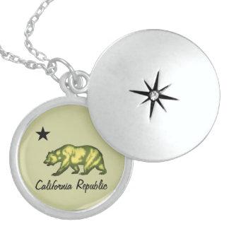 República de California Collar Redondo