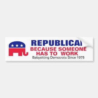 Republicano - porque alguien tiene que trabajar pegatina de parachoque
