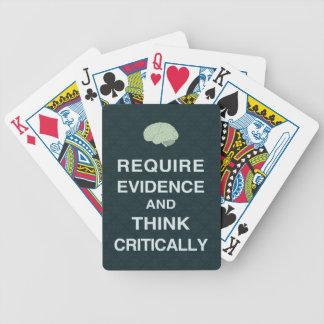 Requiera las pruebas y piense críticamente los baraja cartas de poker
