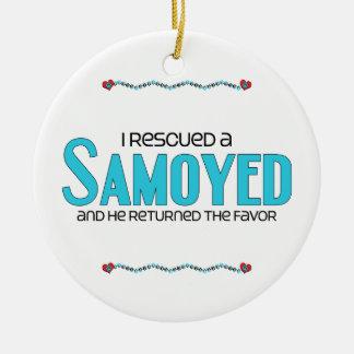 Rescaté a un samoyedo (el perro masculino) adorno de navidad