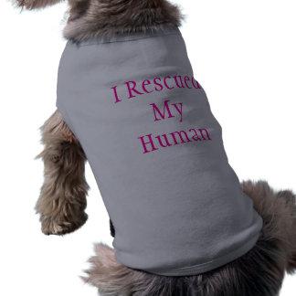 Rescaté mi humano (la camiseta del perro) playera sin mangas para perro