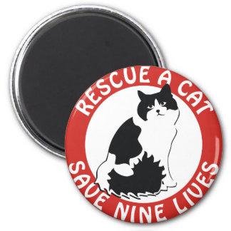 Rescate un gato, ahorre nueve vidas imán redondo 5 cm
