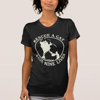 Rescate un gato, ahorre nueve vidas camiseta