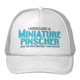 Rescaté un Pinscher miniatura (el perro masculino) Gorro De Camionero