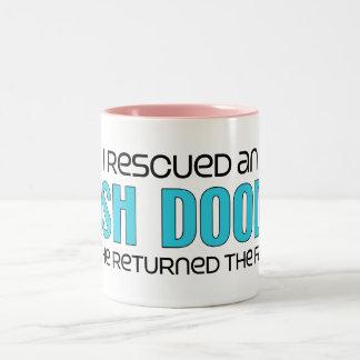 Rescaté una adopción irlandesa del perro del Doodl Tazas De Café