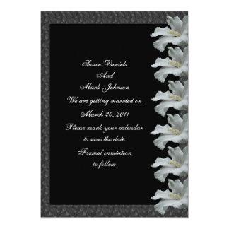 """Reserva blanca del boda del negro de la flor del invitación 5"""" x 7"""""""