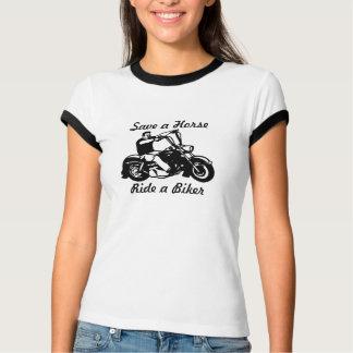 Reserva de la motocicleta un paseo del caballo un polera