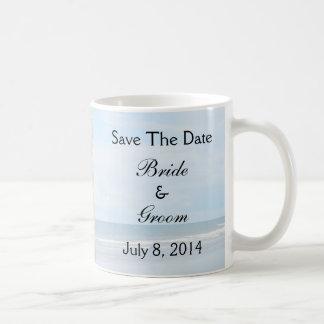 Reserva del boda de playa del Seashell la fecha Tazas De Café