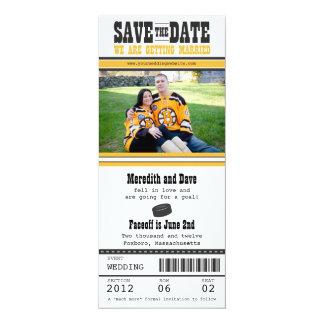 """Reserva del boda del boleto del hockey la fecha invitación 4"""" x 9.25"""""""