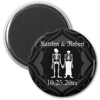 Reserva esquelética gótica de la novia y del novio imán redondo 5 cm