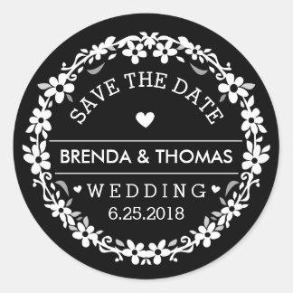 Reserva floral del corazón negro y blanco del boda pegatina redonda