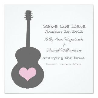 """Reserva gris/rosada del corazón de la guitarra que invitación 5.25"""" x 5.25"""""""