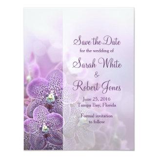 """Reserva púrpura del boda de la orquídea la fecha invitación 4.25"""" x 5.5"""""""