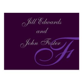 Reserva púrpura del monograma la invitación de la postal