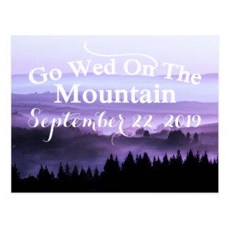 Reserva rústica púrpura del boda de la montaña la postal