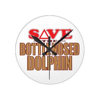 Reserva sospechada botella del delfín reloj redondo mediano