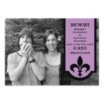 Reserva violeta de la bandera de la flor de lis invitación 12,7 x 17,8 cm