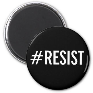 #Resist, texto blanco intrépido en el imán negro