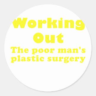 Resolviendo un pobre sirve cirugía plástica etiquetas redondas