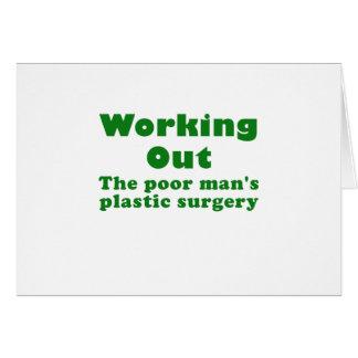 Resolviendo un pobre sirve cirugía plástica tarjeta