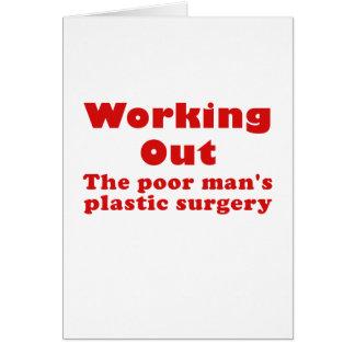Resolviendo un pobre sirve cirugía plástica tarjeton
