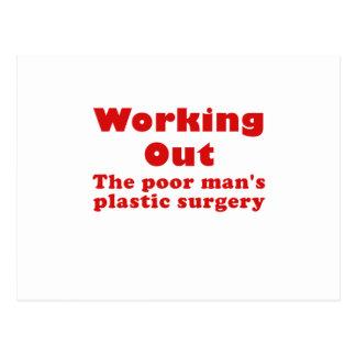 Resolviendo un pobre sirve cirugía plástica postal