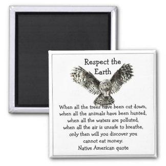 Respecto llamativo del búho el nativo americano de imán cuadrado