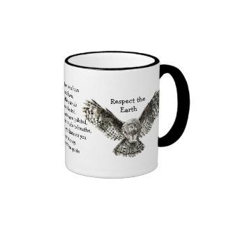 Respecto llamativo del búho el nativo americano de tazas de café