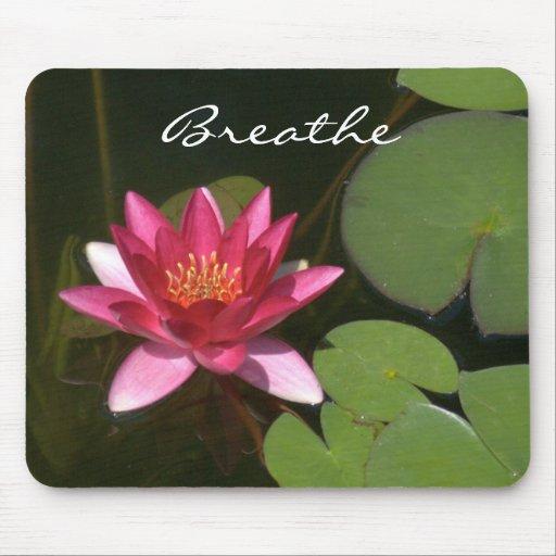 """""""Respire """"el flor rosado MousePad de Lotus"""
