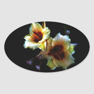 Resplandor amarillo de los lirios pegatina ovalada