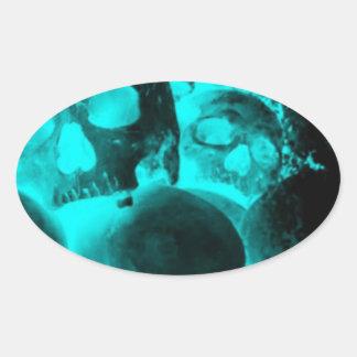 Resplandor azul del cráneo calcomanía oval