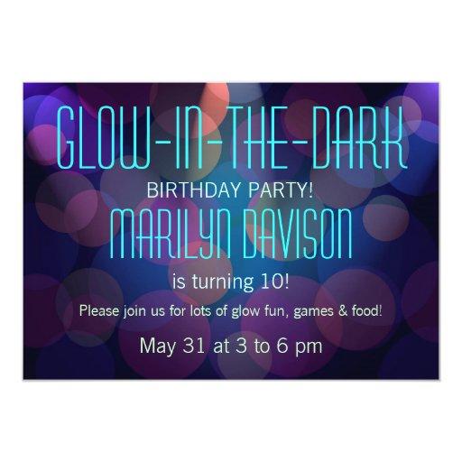 Resplandor colorido en las invitaciones oscuras invitación 12,7 x 17,8 cm