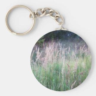 Resplandor crepuscular de la hierba del bosque llavero personalizado
