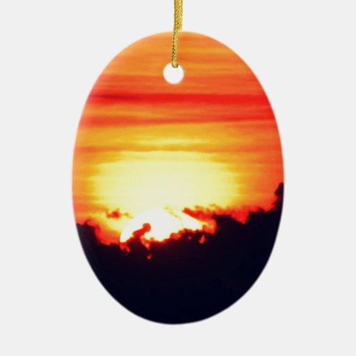 Resplandor de la puesta del sol adorno ovalado de cerámica