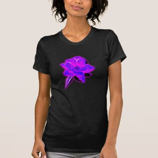 Resplandor de neón púrpura color de rosa místico playera