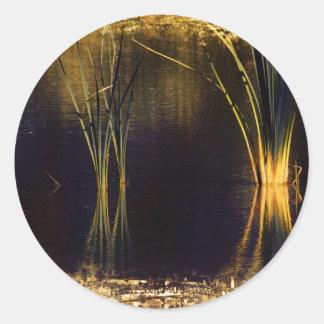 Resplandor de oro Waterscape Pegatina Redonda