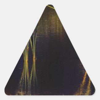 Resplandor de oro Waterscape Pegatina Triangular