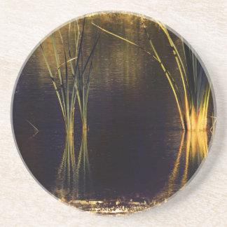 Resplandor de oro Waterscape Posavasos Diseño
