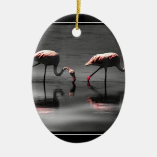 Resplandor del flamenco adorno ovalado de cerámica