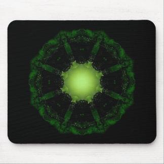 Resplandor gótico de los fractales en el mousepad
