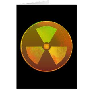 Resplandor radiactivo del símbolo nuclear felicitación