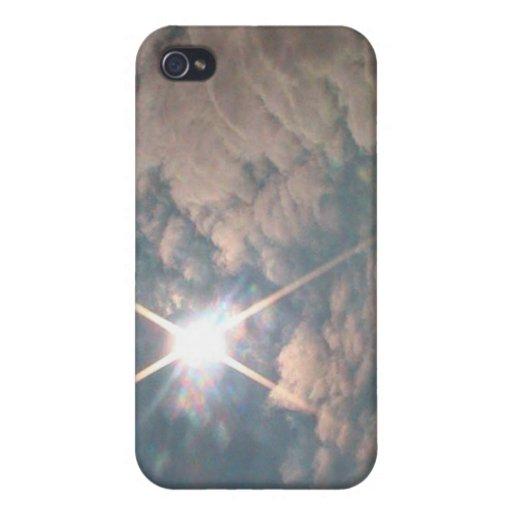 Resplandor solar a través de las nubes blancas iPhone 4 funda