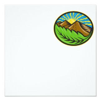 Resplandor solar de la hoja de las montañas retro comunicado
