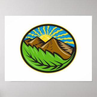 Resplandor solar de la hoja de las montañas retro posters